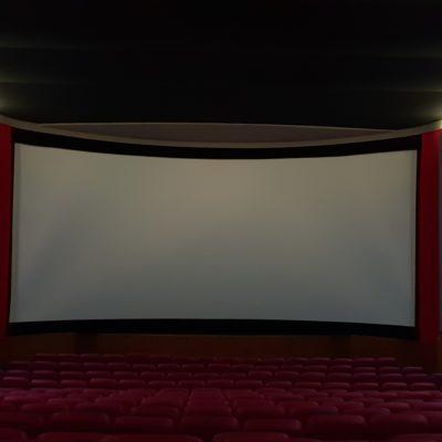 C'est en format CinémaScope que le nouvel écran courbe géant de 15 mètres de base est vraiment saisissant !