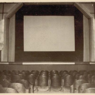 L'ancien écran datant de l'époque où les films étaient en format 4/3