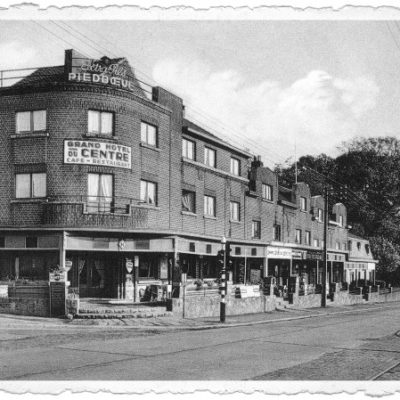 Construit dans les années 30' et entouré d'un restaurant et d'un hôtel, le Grand Cinéma du Centre était sans conteste l'attraction de ce joli village