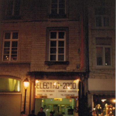 Fermé début 80, le cinéma Caméo (son nom d'origine) devient un magasin d'électro-ménager